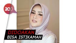 Hijrah, Begini Gaya Olla Ramlan Pakai Hijab