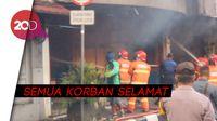 Momen Petugas Damkar Selamatkan 5 Korban Terjebak Kebakaran di Sukabumi