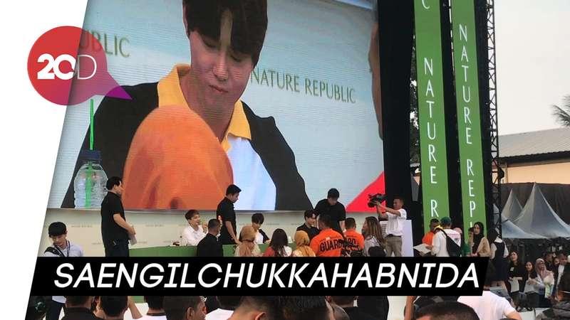 Kejutan! Kado EXO-L untuk Suho di Fanmeeting Jakarta