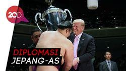 Trump Diajak Nonton Gulat Sumo di Jepang