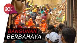 Bangunan Berusia Seabad di Mumbai Ambruk, 10 Orang Tewas