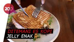Nyore Asyik dengan Croissant Keju dan Daging Enak