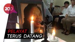 Karangan Bunga Jokowi Hiasi Rumah Duka Arswendo Atmowiloto
