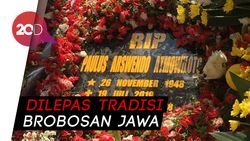 Pemakaman Arswendo Atmowiloto di San Diego Hills Berjalan Khusyuk
