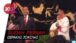 Saat Jokowi Berikan Sepatunya ke Anggota Paduan Suara di Istana