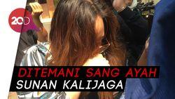 Penuhi Panggilan Polisi, Salmafina Sunan Belum Mau Komentar