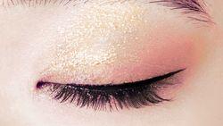 Tips Gold Eye Makeup yang Buat Kamu Tampil Berkilau