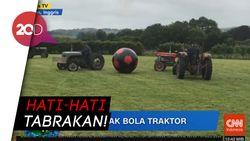 Ada Pertandingan Sepak Bola Raksasa, Mainnya Pakai Traktor!