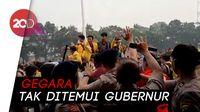 Demo Mahasiswa Palembang soal Asap Ricuh, Kayu dan Botol Beterbangan