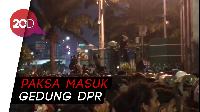 Panas! Mahasiswa Rusak Pagar Gedung DPR RI