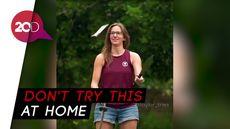 Ekstrem! Wanita California Ini Pandai Mainkan Juggling Pisau