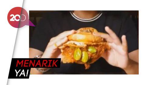 Sensasi Burger Cita Rasa Lokal dengan Isian Petai