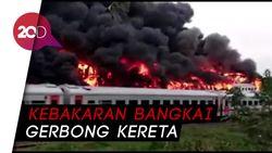 Belasan Bangkai Gerbong Kereta di Stasiun Cikaum Subang Terbakar