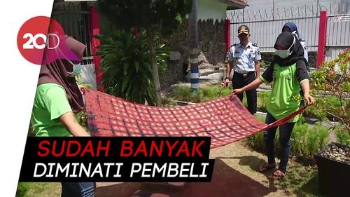 Proses Membuat Batik Shibori Karya Warga Binaan Rutan Trenggalek