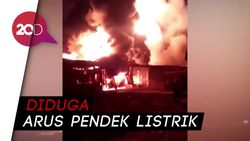 Si Jago Merah Ngamuk Hampir 13 Jam di Pabrik Pengolahan Karet Jambi