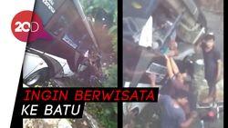 Bus Rombongan Guru Terjun ke Sungai di Blitar, 5 Orang Tewas