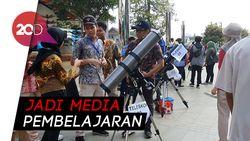 Antusiasme Warga Nikmati Gerhana Matahari Cincin di Planetarium Jakarta