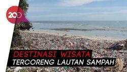 Miris! Pantai Wisata di Polman Dipenuhi Lautan Sampah