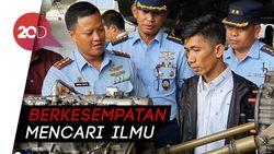 Antusiasnya Montir Chaerul Keliling Melihat Jeroan Pesawat TNI AU