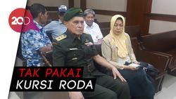 Gaya Kivlan Zen Jalani Sidang: Berseragam TNI- Salam Hormat