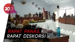 Ricuh! Insiden Meja Terbalik Warnai Rapat Pelayanan Kesehatan di Majene