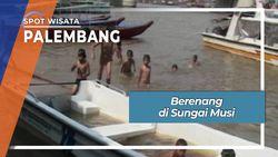 Berenang di Sungai Musi Palembang