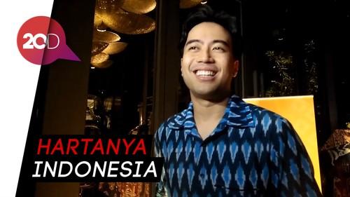 Pakai Baju Tenun, Vidi Aldiano Dukung Karya Fashion Indonesia