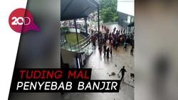 Massa Korban Banjir Demo AEON Mall JGC Cakung