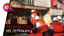 Naik Perahu,  Bos PLN Inspeksi Listrik Daerah Banjir Jakarta