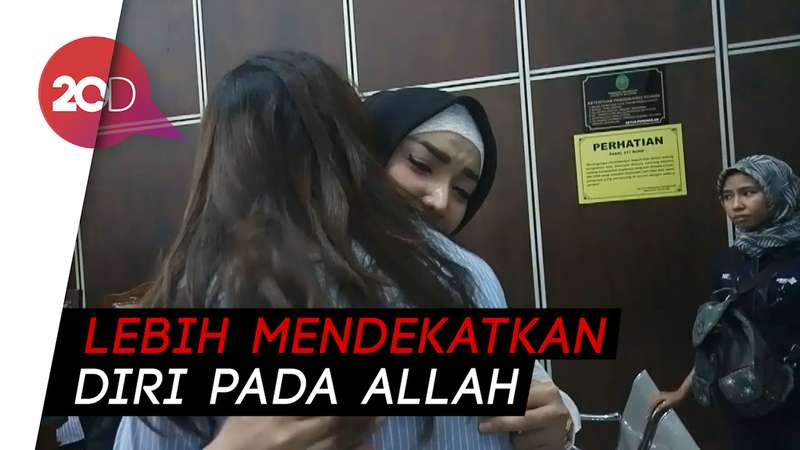 Roro Fitria Perlahan Tinggalkan Ritual Kejawennya Setelah Hijrah
