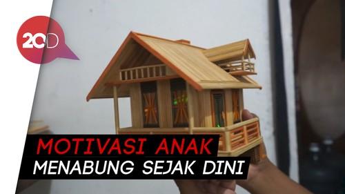 Perajin Subang Sulap Ribuan Tusuk Sate Jadi Celengan Miniatur Rumah