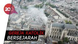 Katedral Abad Pertengahan di Prancis Terbakar