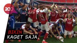 Arsenal Juara Piala FA, Aubameyang Malah Jatuhkan Trofi