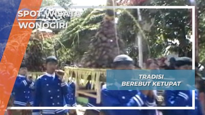 Tradisi Berebut Ketupat Waduk Gajah Mungkur Wonogiri