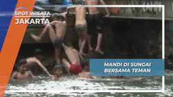 Sungai Ciliwung Gajah Mada Jakarta, Wahana Bermain Air Bagi Anak-anak Setempat