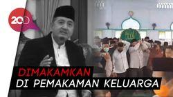 Proses Pemakaman KH Abdullah Syukri Zarkasyi