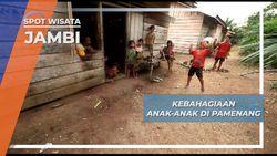 Berbagi Kebahagian Anak-anak Suku Anak Dalam Pamenang Jambi