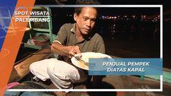 Sunset Sungai Musi Palembang Bersama Penjual Pempek Terapung Yang Hangat dan Nikmat