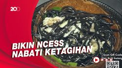 Bikin Laper: Nikmatnya Pasta Hitam Kepiting dalam Batok Kelapa