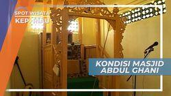 Mimbar Imam Masjid Raja Haji Abdul Ghani di Pulau Buru Kepulauan Riau