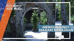 Makam Kerabat Kerajaan di Pulau Buru Kepulauan Riau