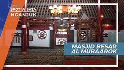 Masjid Besar Al Mubaarok Nganjuk dengan Artefak Bencet Yoni di Halamannya