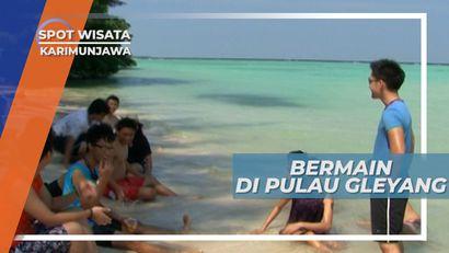 Bermain Pasir Putih di Tepi Pantai Pulau Gleyang Karimunjawa Jepara