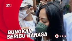 Ekspresi Rachel Vennya Saat Tiba di Polda Metro Jaya