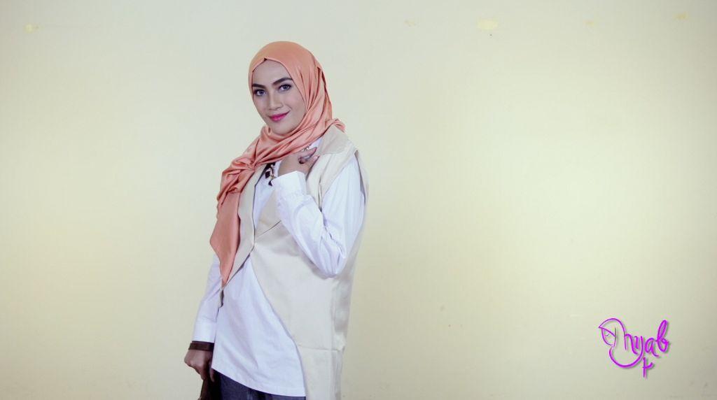 Hijab Klasik untuk Pergi Kerja