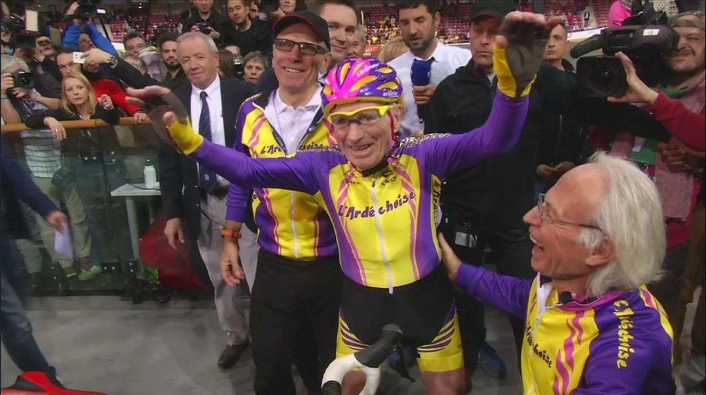 Pria 105 Tahun Ini Pecahkan Rekor Bersepeda