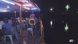 Cafe Bandong Suguhkan Sensasi Kuliner di Atas Sungai Sekayam