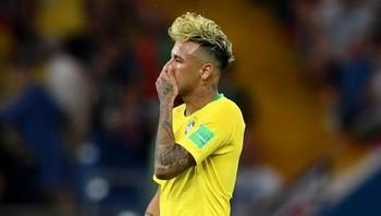 Jatuh Bangun Neymar saat Melawan Swiss