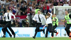 Tuntutan Penyusup Nekat di Final Piala Dunia Terungkap