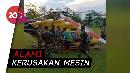 Helikopter Mendarat Darurat di Lapangan Bola TNI